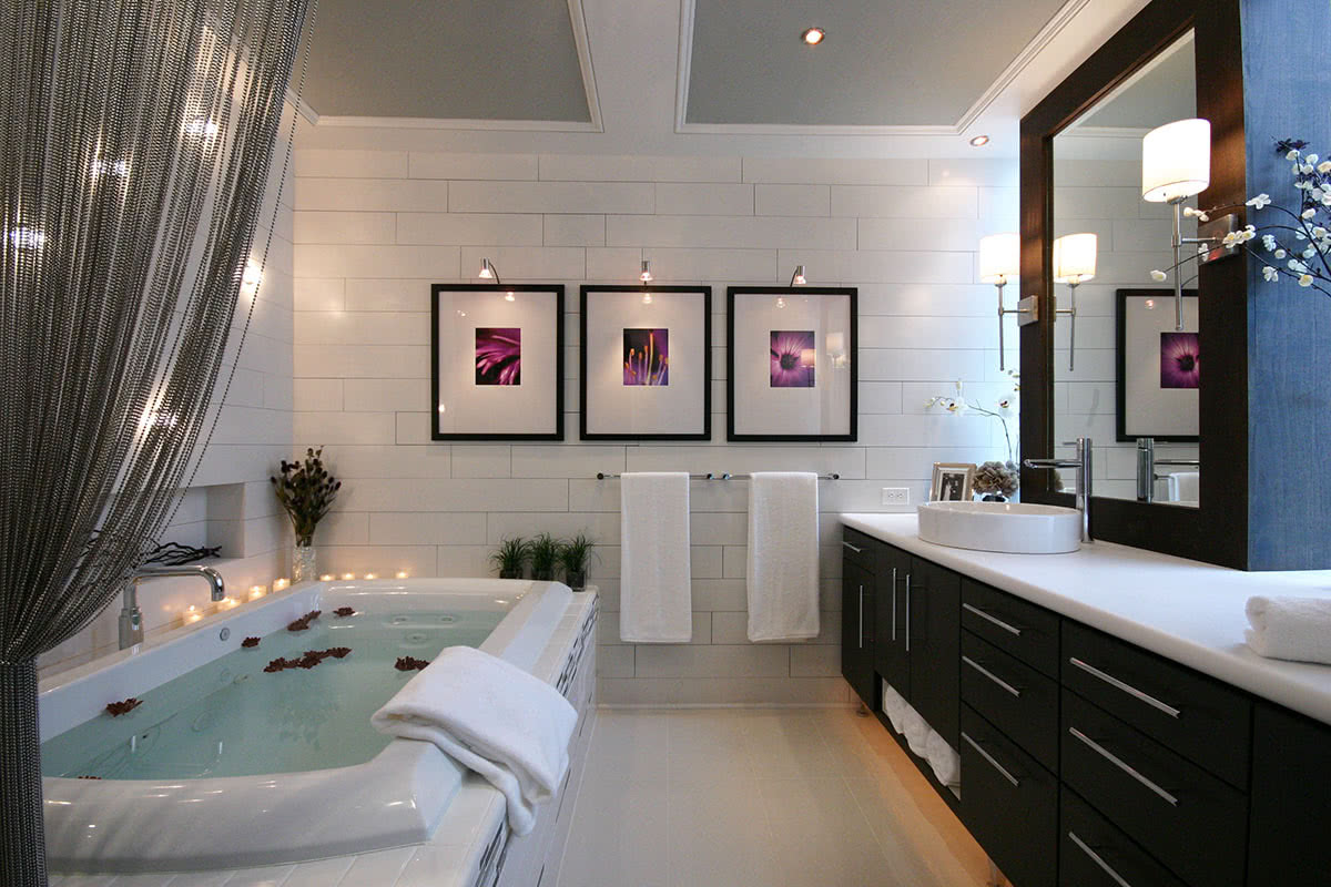 Modern Luxe Bathroom Design